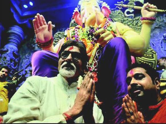लालबगीचा के राजा का पिछले साल दर्शन करने पहुंचे थे बिग बी और शंकर महादेवन।