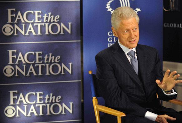 'फेस द नेशन' के दौरान संबोधित करते पूर्व अमेरिकी राष्ट्रपति बिल क्लिंटन।