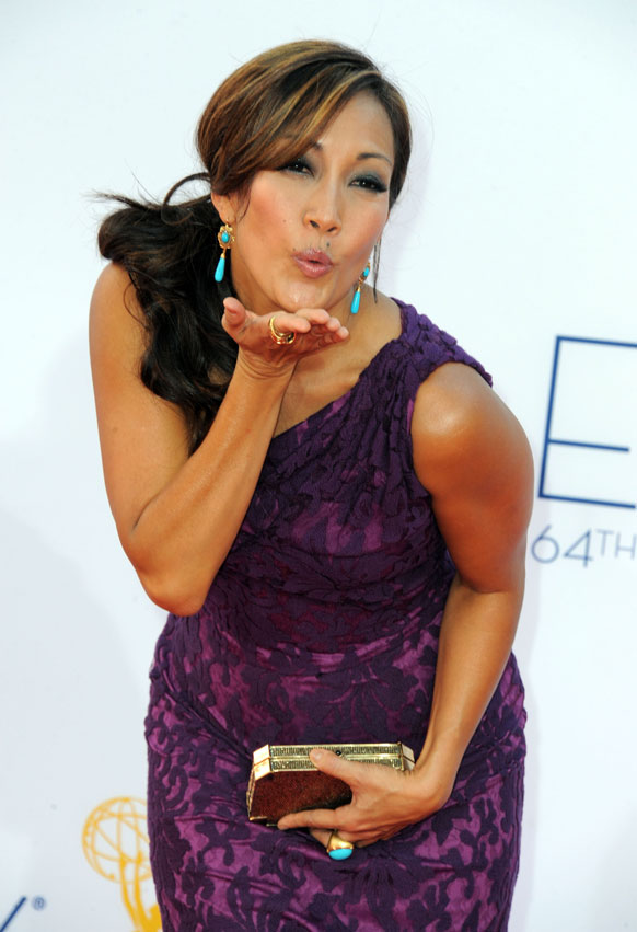 लॉस एंजिल्स में 64वां प्राइम टाइम एम्मी अवॉर्ड समारोह में पोज देती हुई अभिनेत्री कैयरी अन्ना इनाबा।