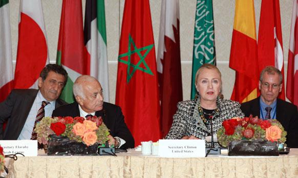न्यूयार्क में सीरिया पर एक बैठक को सम्बोधित करती अमेरिकी विदेश मंत्री हिलेरी क्लिंटन।