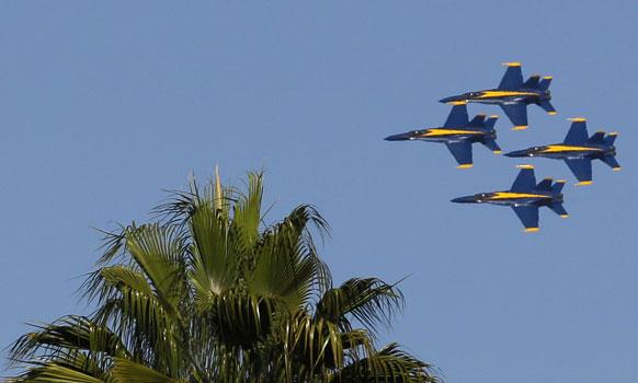 सैन फ्रांसिस्को में एक साथ उड़ान भरते कई विमान।