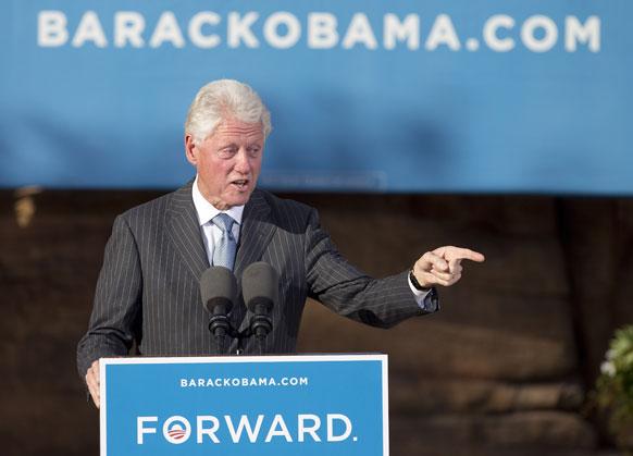 लास वेगास में बराक ओबामा के लिए चुनाव प्रचार करते पूर्व अमेरिकी राष्ट्रपति बिल क्लिंटन।