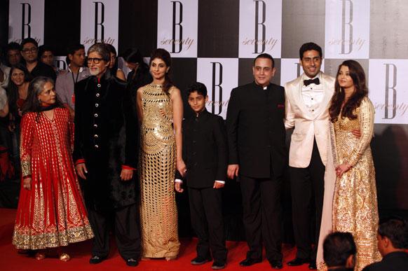इस मौके पर अमिताभ बच्चन के साथ उनका पूरा परिवार।