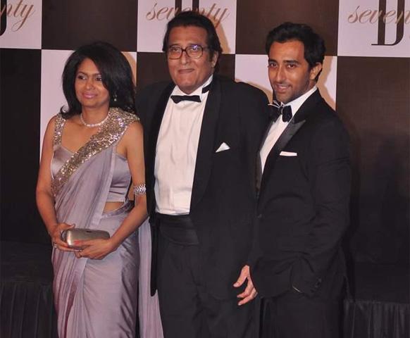 विनोद खन्ना,अपनी पत्नी कविता और राहुल खन्ना के साथ।