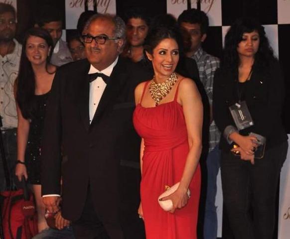 अमिताभ की बर्थडेपार्टी में बोनी कपूर अपनी पत्नी श्रीदेवी के साथ पहुंचे।