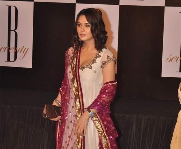 अमिताभ की इस पार्टी में प्रीति जिंटा भी नजर आई।
