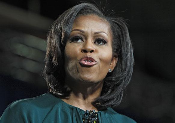 कोलो में अपने पति बराक ओबामा का प्रचार करती उनकी पत्नी मिशेल ओबामा।
