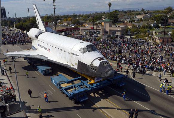 लॉस एंजिल्स में अंतरिक्षत यान इंडेव्योर।