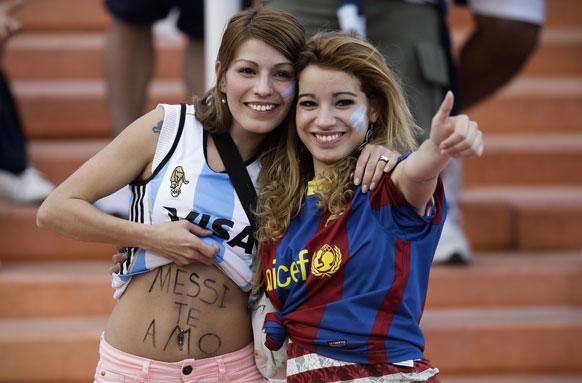 विश्व कप फुटबाल 2014 के क्वालीफाइंग मुकाबले में अपनी टीम का उत्साह बढ़ाने पहुंचे अर्जेंटीना के प्रशंसक।