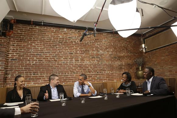 वाशिंगटन में अपने चुनाव-प्रचार से सम्बंधित एक बैठक को सम्बोधित करते राष्ट्रपति बराक ओबामा।