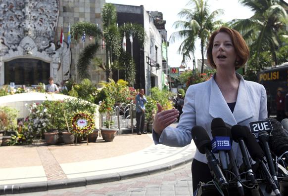 बाली में मीडिया में मुखातिब आस्ट्रेलिया की प्रधानमंत्री जूलिया गिलार्ड।