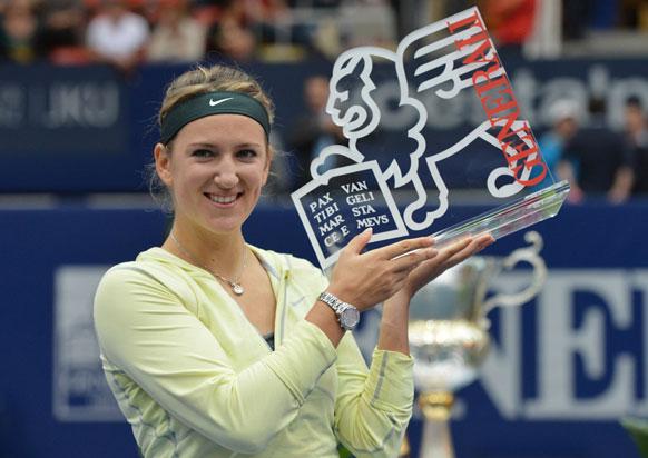 टेनिस टूर्नामेंट जीतने के बाद विक्टोरिया अजारेंका।