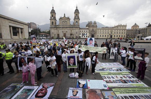 कोलंबिया में मानवाधिकार कार्यकर्ताओं का प्रदर्शन।