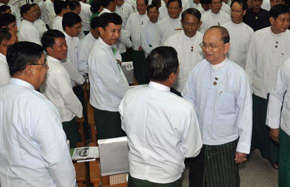 म्यामांर के राष्ट्रपति यू थेरेन सेईन USDP पार्टी के प्रेस कॉनफ्रेंस में।