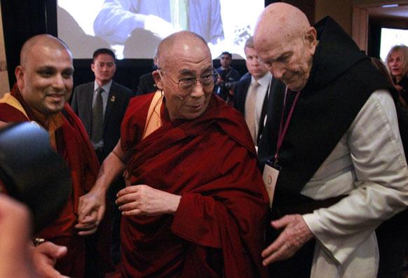 बोस्टन में तिब्बती धर्मगुरु दलाई लामा।
