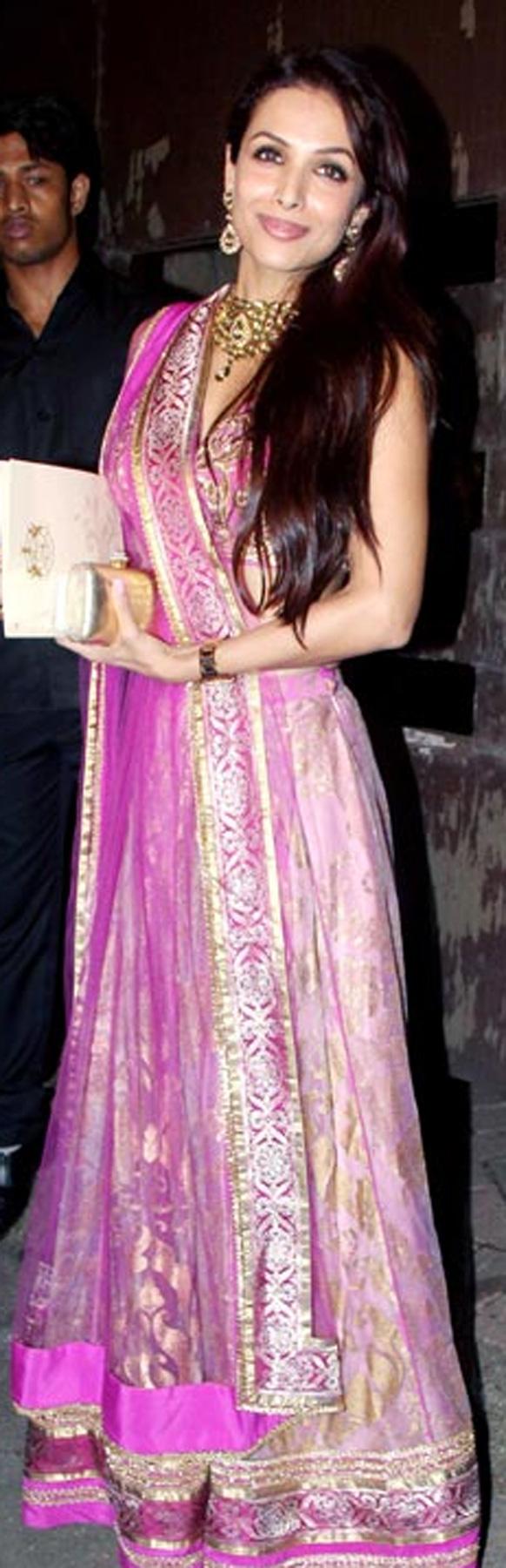 सैफ-करीना के संगीत समारोह में पहुंची करीना की दोस्त मलाइका अरोड़ा खान।