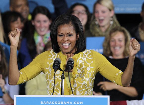बराक ओबामा के चुनावी प्रचार में जुटी अमेरिकी की प्रथम महिला और उनकी पत्नी मिशेल ओबामा।