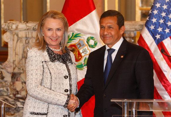 अमेरिकी विदेश मंत्री हिलेरी क्लिंटन के साथ पेरु के राष्ट्रपति ओलाना हुमाला के साथ।
