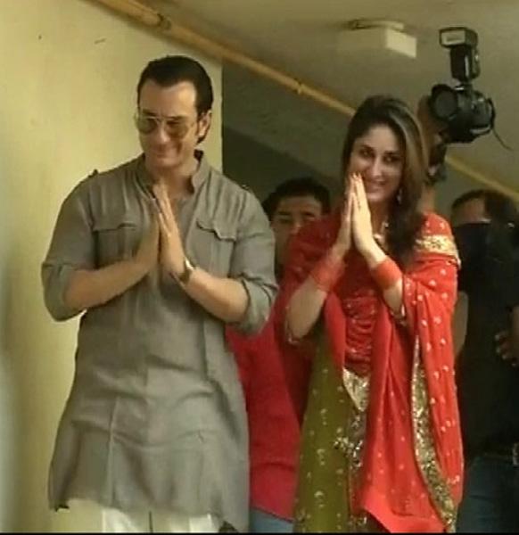 सैफ अली खान और करीना कपूर शादी के बंधन में बंधने के बाद पहली बार फैंस के सामने आए।