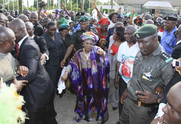 नाइजीरिया की प्रथम महिला जोनाथन एक कार्यक्रम में नृत्य करती हुई।