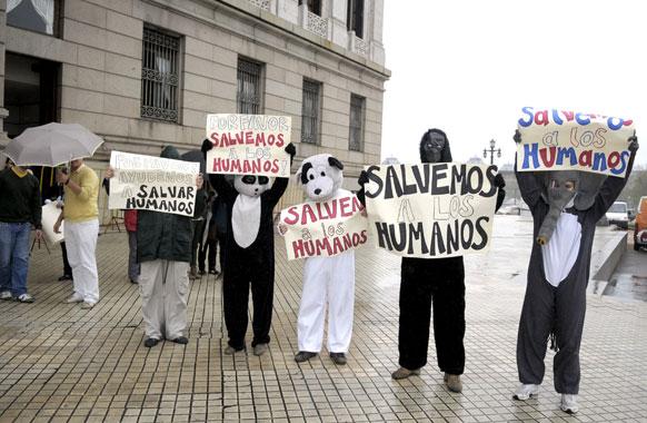 उरुग्वे में मानवाधिकार से जुड़े लोगों का विरोध-प्रदर्शऩ।