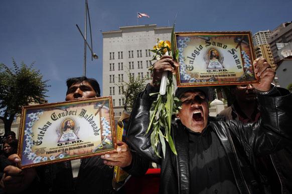 बोलीविया में विरोध-प्रदर्शन करते प्रदर्शनकारी।