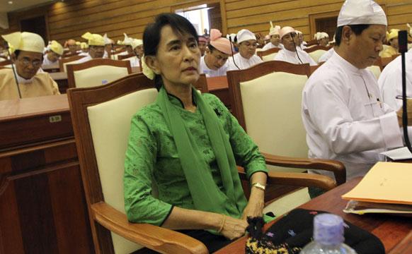 म्यामांर के संसद में विपक्षी दल की नेता आन सू की ।