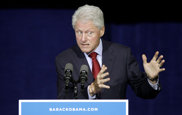 ओहियो में राष्ट्रपति बराक ओबामा के पक्ष में प्रचार करते पूर्व राष्ट्रपति बिल क्लिंटन।