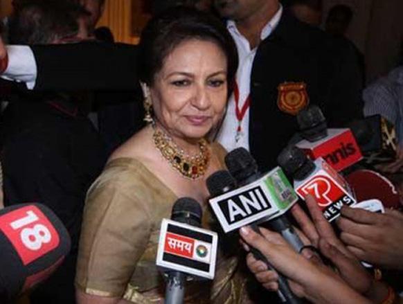 अपने बेटे सैफी की शादी के रिसेप्शन की तैयारी के बारे में बोलते हुए शर्मिला टैगोर।