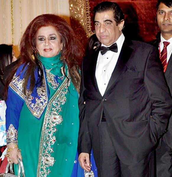 शहनाज हुसैन अपने पति के साथ समारोह में पहुंचीं।