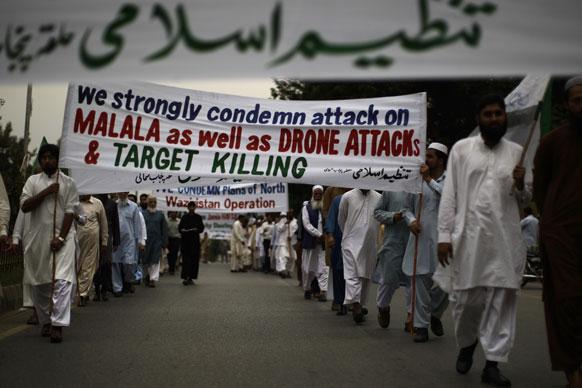 पाकिस्तान के इस्लामाबाद में तन्जीम-ए-इस्लामी के समर्थकों ने मलाला यूसुफजाई पर हमले के विरोध रैली निकाली।