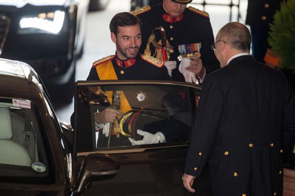 लेक्जबर्ग के राजकुमार गुल्लियेमा ग्रांड ड्यूएल पैलेस छोड़ते हुए।