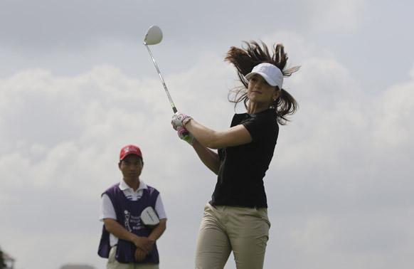 गोल्फ टूर्नामेंट के दौरान अमेरिकन अभिनेत्री मिन्का केली।