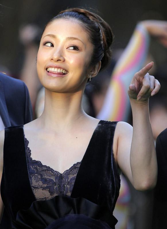टोक्यो इंटरनेशनल फिल्म फेस्टिवल के ऑपनिंग सेरेमनी के दौरान जापानी अभिनेत्री आया यूटो।