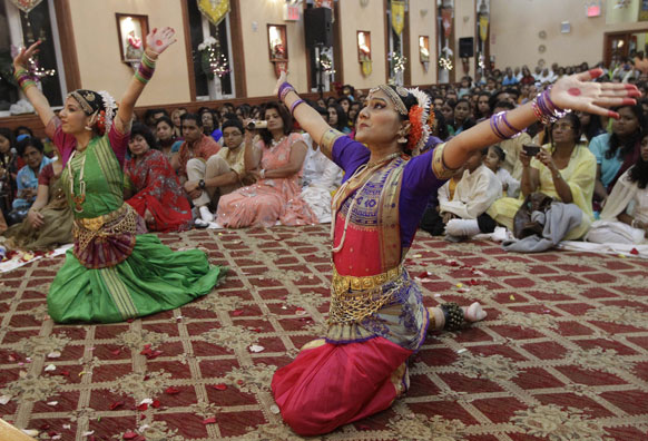 न्यूयार्क में नटराज सेंटर में भारतीय कलाकारों का प्रदर्शन।