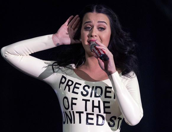 लास वेगास में बराक ओबामा के समर्थन में केटी पेरी का परफॉर्मेंस।
