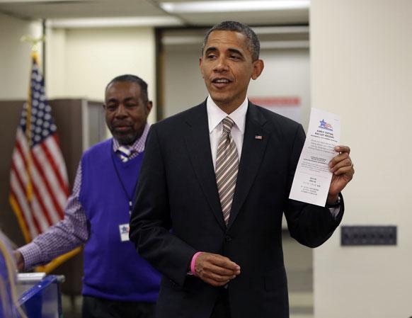 शिकागो में अमेरिकी राष्ट्रपति बराक ओबामा ने सबसे पहले मतदान कर इतिहास रच दिया।
