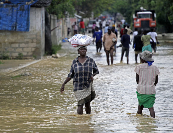हैती में लगातार हुई बारिश से कई इलाके बाढ़ की चपेट में आ गए।