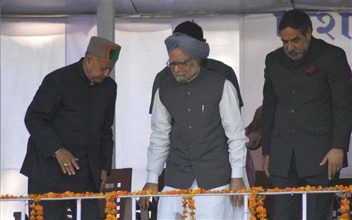 हिमाचल प्रदेश के ऊना जिले में 28 अक्टूबर को एक चुनाव रैली के दौरान समर्थकों को संबोधित करने पहुंचे प्रधानमंत्री मनमोहन सिंह।
