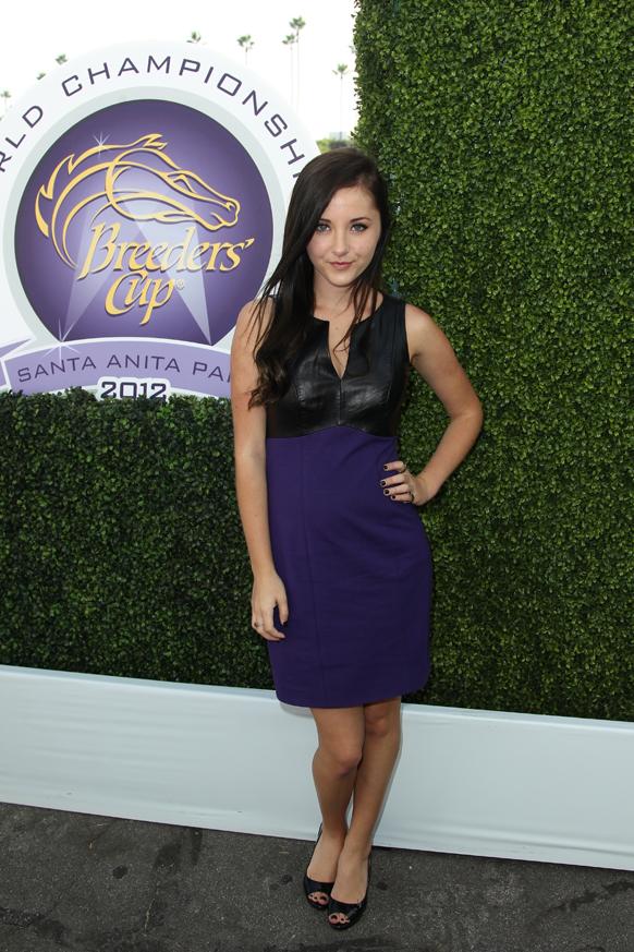 कैलिफोर्निया में ब्रीडर्स कप वर्ल्ड चैंपियनशिप के पहले दिन सांता अनीता पार्क पहुंची अभिनेत्री रेसेल फॉक्स।
