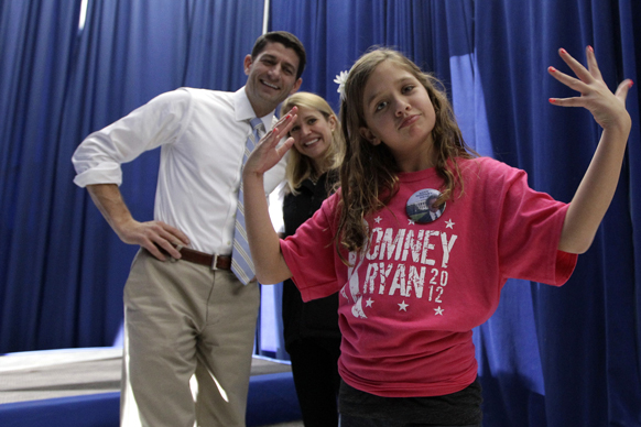रिपब्लिकन उप राष्ट्रपति उम्मीदवार पॉल रियान अपनी पत्नी जन्ना और पुत्री के साथ चुनाव प्रचार के दौरान।