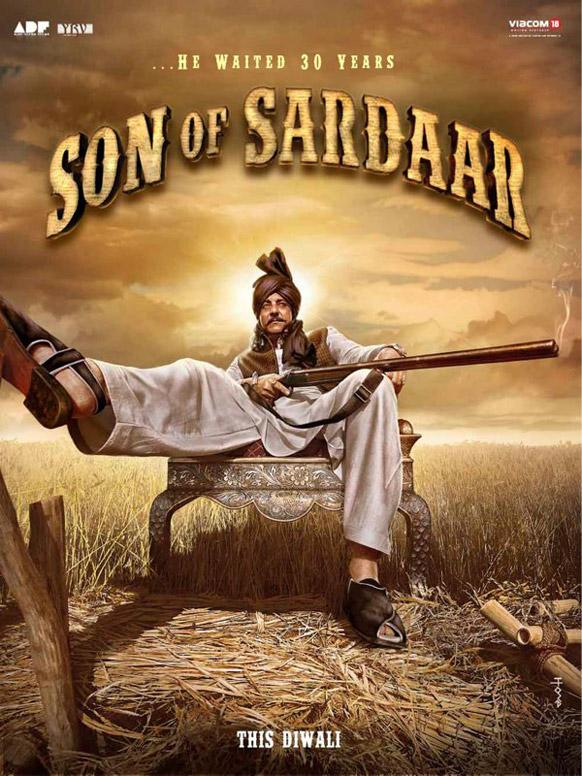 फिल्म सन ऑफ सरदार के एक पोस्टर रॉयल अंदाज में संजय दत्त।