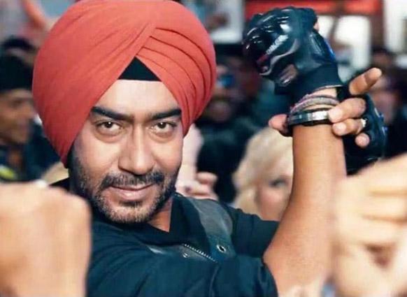 फिल्म सन ऑफ सरदार के टाइटल सांग के एक दृश्य में अजय देवगन।