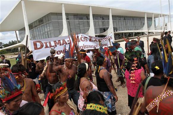 ब्राजील में केरला के इथनिक ग्रुप के लोग एक समारोह के दौरान।