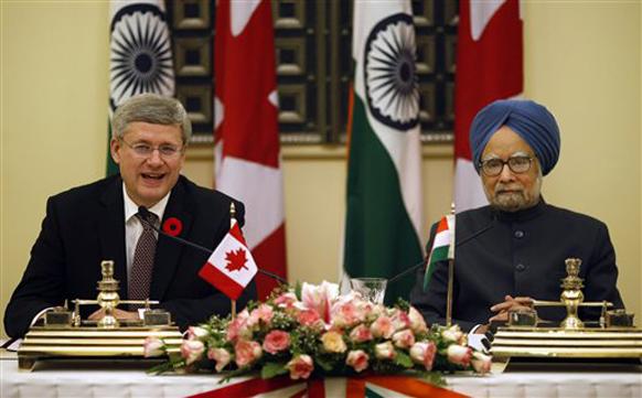 नई दिल्ली में प्रधानमंत्री मनमोहन सिंह कनाडा के पीएम स्टीफन हार्पर के साथ।