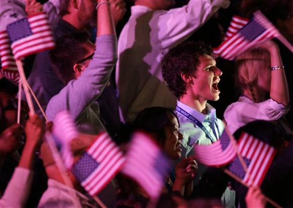 बराक ओबामा के जीत की जैसे की घोषणा हुई उनके समर्थक खुशी से उछल पड़े।