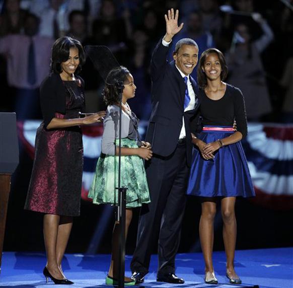 इस मौके पर ओबामा के साथ उनकी पत्नी मिशेल और दोनों बेटियां मलिया और साशा भी मौजूद थी।