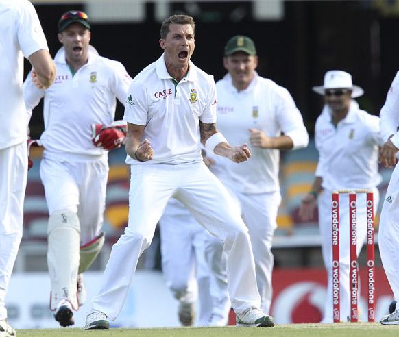 ऑस्ट्रेलिया के डेविड वार्नर का विकेट लेने के बाद खुशी का इजहार करते द. अफ्रीका के डेल स्टेन।