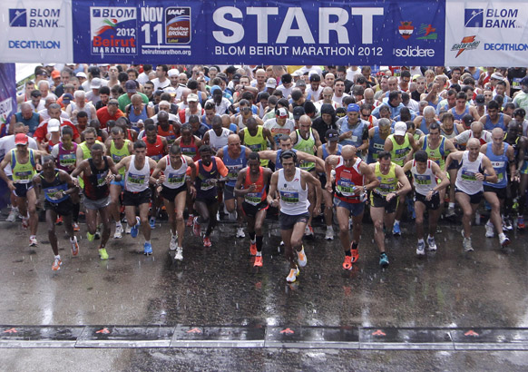 बेरूत मैराथन दौड़ में हिस्सा लेते प्रतिभागी।
