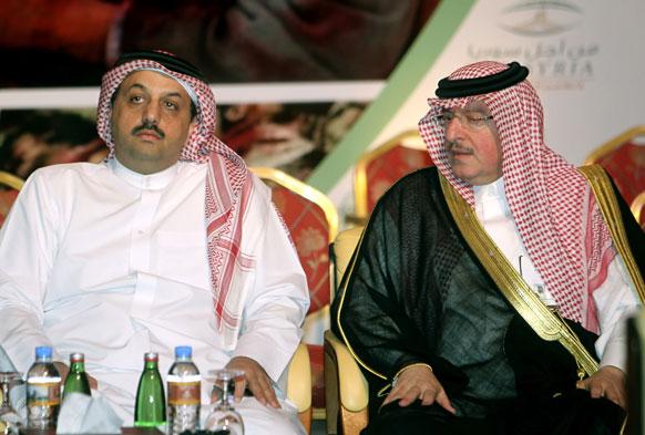 कतर के दोहा में विदेश मंत्री (कतर) खालिद बिन मोहम्मद एक सीरिया के एक मंत्री के साथ बैठक करते हुए।